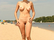 Sexy Girlfriend with Nice Tits Filmed Topless at Beach
