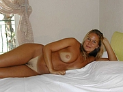 Stunning mature blonde poses naked in bed