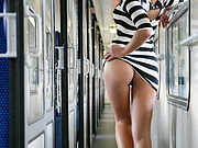 So Sexy Amateur Woman Flashes Nude Ass in Train