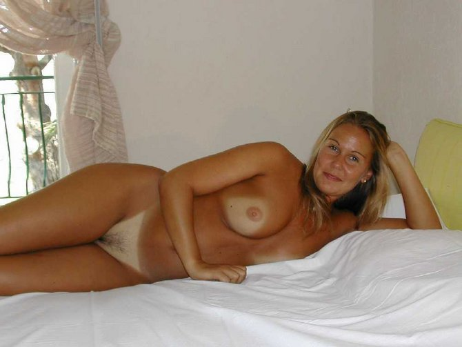 Amateur mature wife nude on bed something
