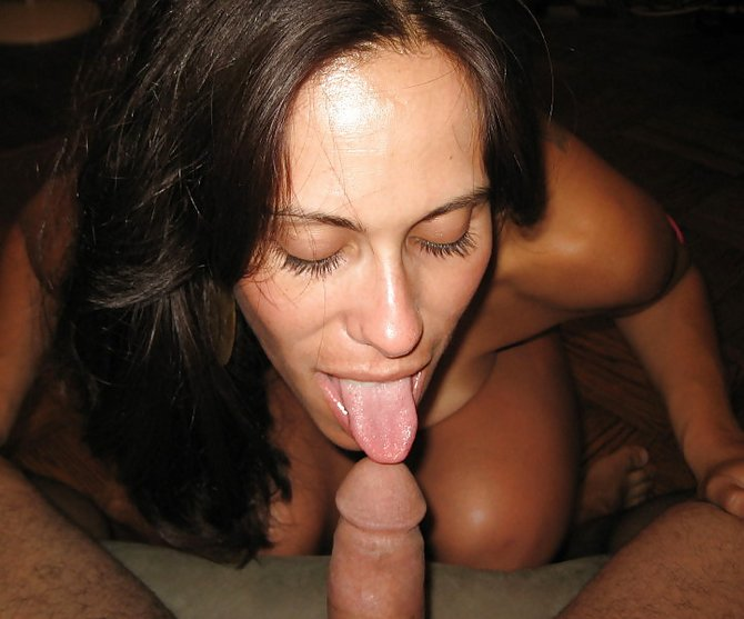 Sexy amateur brunette milf sucking dick