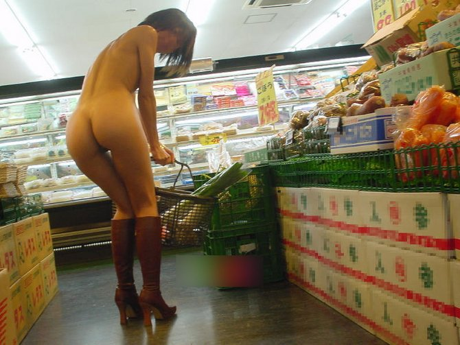 Flashing Ass In Store