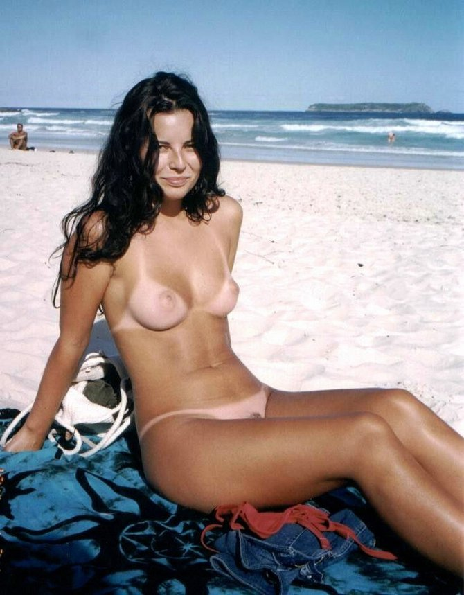 beach Nudist women