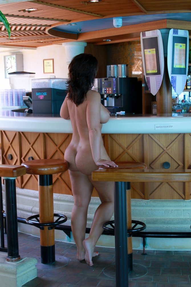 hot woman naked at the bar   voyeur pictures